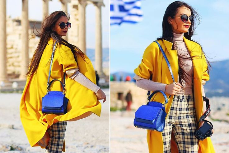 The blue Mini Scarlett shoulder bag is chic, feminine and can easily add a touch of color to your stylish look @comenziwildinga