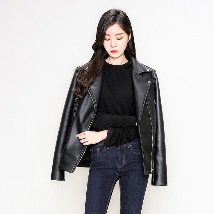 マットフェイクレザーベーシックライダースジャケット 柔らかい肌触りのフェイクレザージャケットです。 フェイクとは思えない上質感あふれるレザーと、柔らかな素材感が魅力的◎ マットな質感は程よい存在感をプラスし、大人のオシャレな着こなしに導いてくれます。 ベーシックなシルエットで流行の心配性のない、ハイクォリティーな高級感あるアイテムです。 着回し力抜群のベーシックなアイテムで多様なシーンで活躍すること間違いなし! #maysome #uniquestyle #ootd #fashion #ファッション #韓国ファッション #フェミニンコーデ #大人可愛い #モデル #韓国通販 #今日のコーデ #koreafashion #シンプルコーデ #カジュアルコーデ #オルチャンファッション #dailyfashion #dailylook