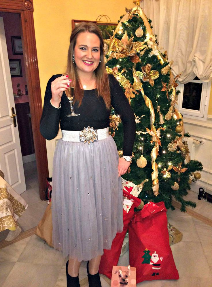 Christmas outfit. Falda midi de tul gris. Black & grey. Blonde. Champagne. Tull skirt