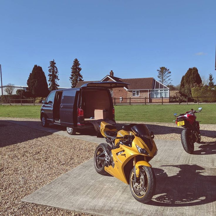 A long weekend but well worth it giving the bikes some love with the Triumph legend Clive wood  . . . . . . #daytona #675 #triumph #clivewood #picoftheday #service #moto #motorcycle #mechanic #motorbike #weekend #sun #instagood #streettriple #str #lincoln #boston #motorcyclemafia #motorsport #race #daytona675 #motorcyclesofinstagram