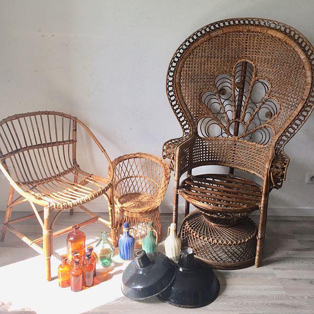 pingl par claire girard sur meubles vintage pinterest meuble vintage mobilier et meubles. Black Bedroom Furniture Sets. Home Design Ideas
