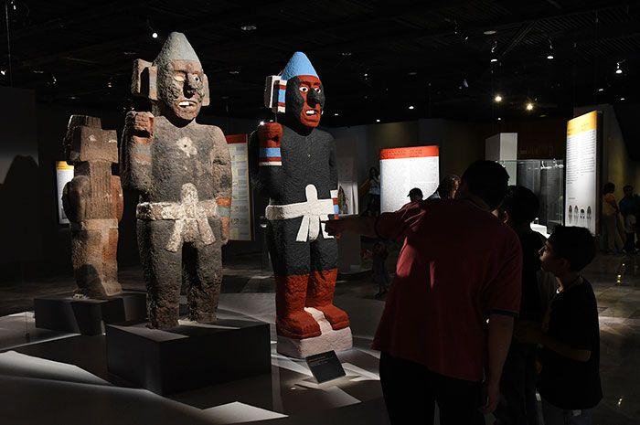 Algunas de las piezas más emblemáticas del Museo del Templo Mayor han recuperado su color original y se encuentran en exhibición en la exposición Nuestra sangre. Nuestro co...