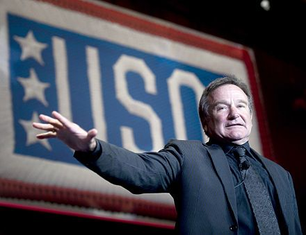 "Robin Williams (1951-2014) - Robin Williams, lors de sa performance donnée le 1er octobre 2008 -  dans le cadre du "" 2008 USO World Gala"" ((United Service Organizations) - Washington, D.C. (Washington, dans le district de Columbia ; située sur la côte Atlantique du nord-est du pays, entre le Maryland et la Virginie) -"