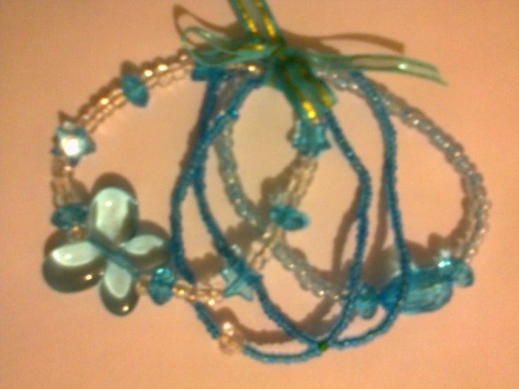 KA_P008 - Juego de pulseras en color transparente y azul turquesa.