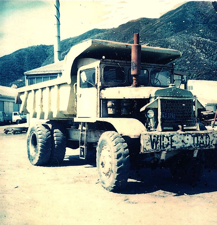 Taken at Gracefield in Lower Hutt,1973, this R-15 awaits its fate at public auction where the Ministry of works disposed of a good deal of its old plant. A British-built model B6FD, this R-15 has the Rolls-Royce C6NFL diesel under the bonnet.