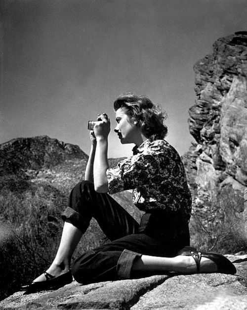 Grace Kelly looking comfortable and stylish in printed shirt and high waist jeans.