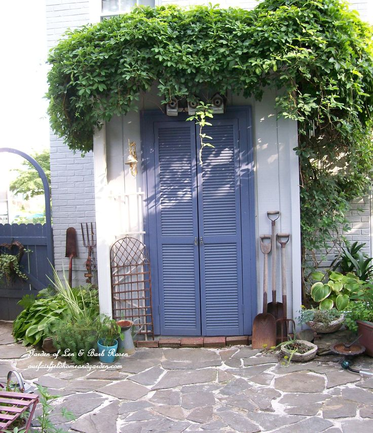 Potting Shed (Garden of Len & Barb Rosen)Secret Gardens, Fence Clipboards, Blue Doors, Picket Fence, Pots Sheds, Pots Benches, Gardens Spots, Gardens Plants, Gardens Benches