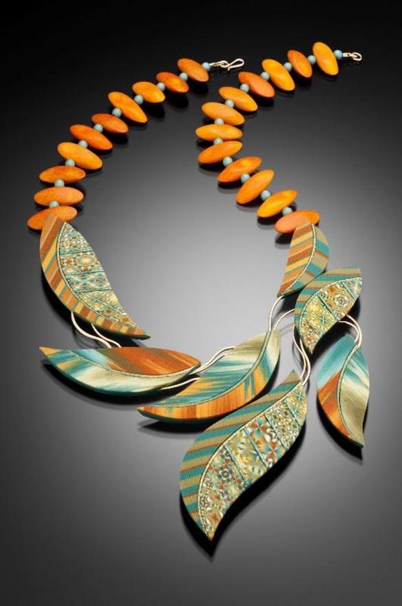 Voila: Leaf necklace