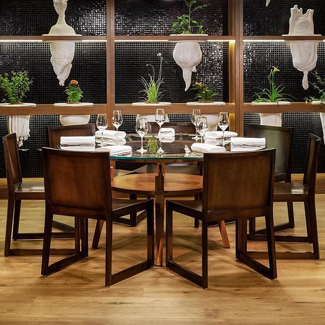 Project: Four Seasons Hotel. Product: Havwoods Medio from our Venture Plank range. #havwoods #havwoodsflooring #TimberFlooring #engineeredwood #architecture #businesslife #business #businessowner #commercialphotography #interiors #interiordesign #interiordesigner #interiorstyling #interiordecorator #interiordesignersofinsta #inspiremedesign #inspiration #interiordesigncommunity #interiorspace #interiordesignideas #innovation #photography #wood #woodthatworks #hospitalityfitout…