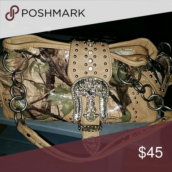 Camo purse I have a camo purse used maby 2 times the interior looks perfect no holes rips or tears need gone 45$ Other