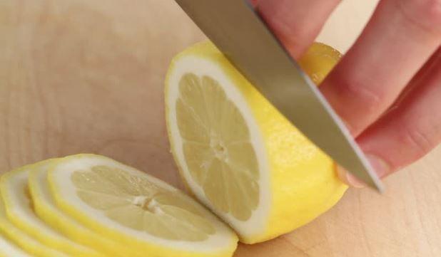 Vágj fel egy citromot, és tedd az éjjeli szekrényre - Egy az Egyben