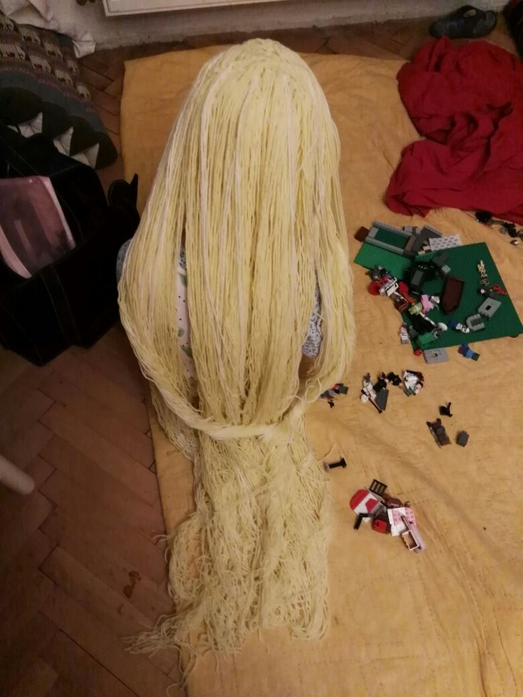 Beautiful long hair from Tangled -by crochet!😀