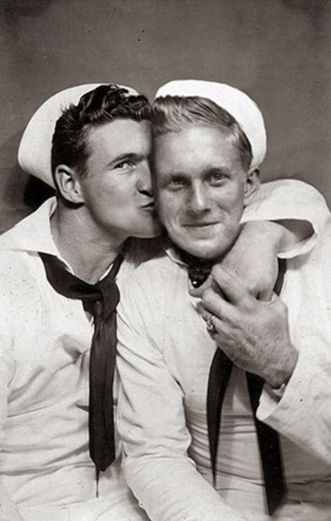sailor kiss. this is so darling!