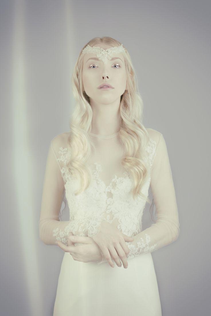 Nora Sarman / Dress Alina / Headpiece Aurora / photo Sofiya Urban