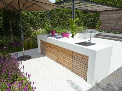 Schloß Dyck – Moderne Wohnküche im Freien.
