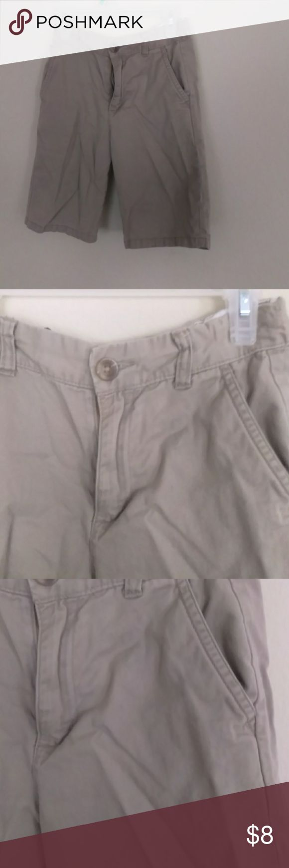 Children's place khaki shorts boys Khaki colored beige shorts for boys adjustable waist. Noticed small stain but it should be easy to wash out just needs ironing . I have lots of used boys and girls clothes so please follow I make great deals. Children's Place Bottoms Shorts