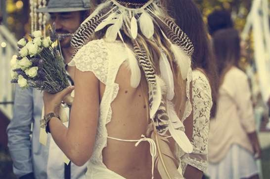wedding veil alternative: Feather crowns