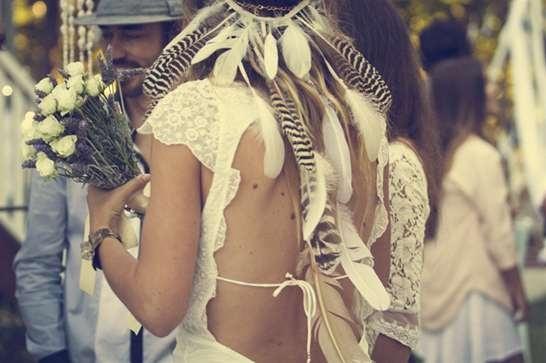 wedding veil alternative: Feather crowns
