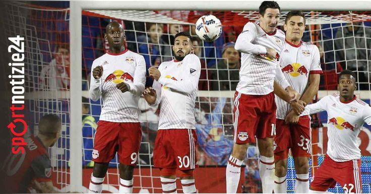 Giovinco gol capolavoro nella notte in MLS, guarda il video Sebastian Giovinco continua ad incantare l'America. La scorsa notte si sono disputate le gare d'andata delle semifinali della mls e la formica atomica è stata ancora una volta decisiva trascinando To #giovinco #mls #ventura