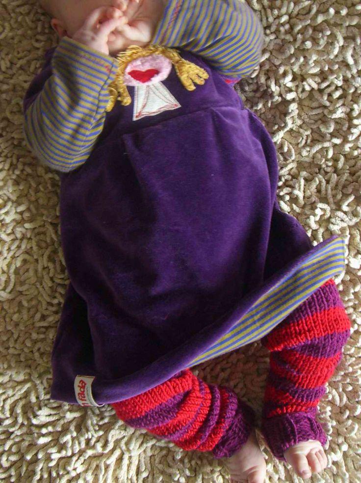 Gestrickt: Baby legs bzw.Babystulpen.       Das Kleid habe ich probegenäht für Schnabelina . Dazu gibts auch demnächst mehr Bilder und Infos...