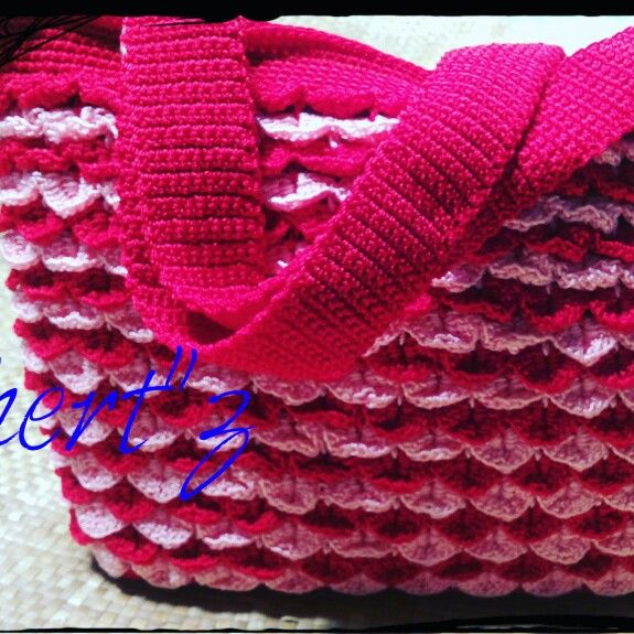 Crochet crocodile motif for bag