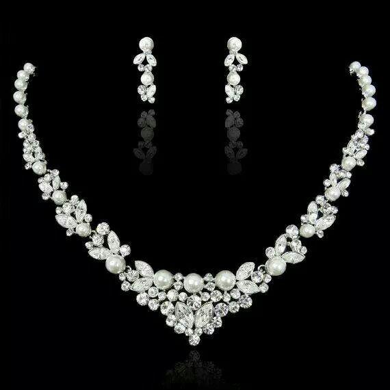 Pretty pearl and diamond necklace