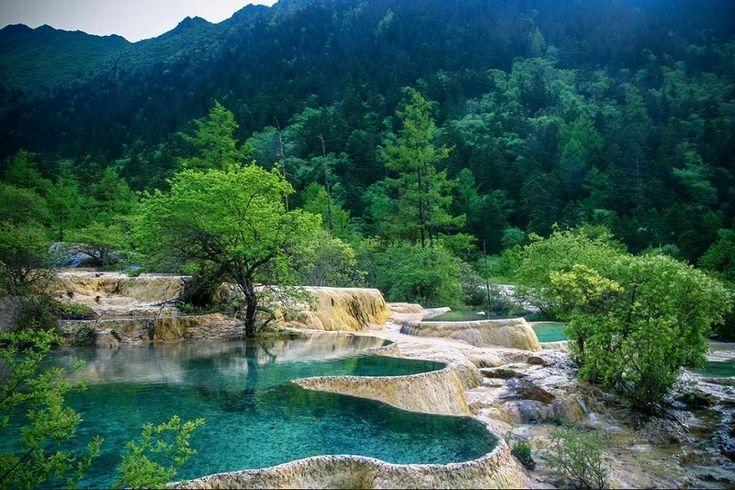 Dağlık ve Muhteşem Görüntüsüyle Huanglong Bilimsel Vadisi, Sichuan, Çin