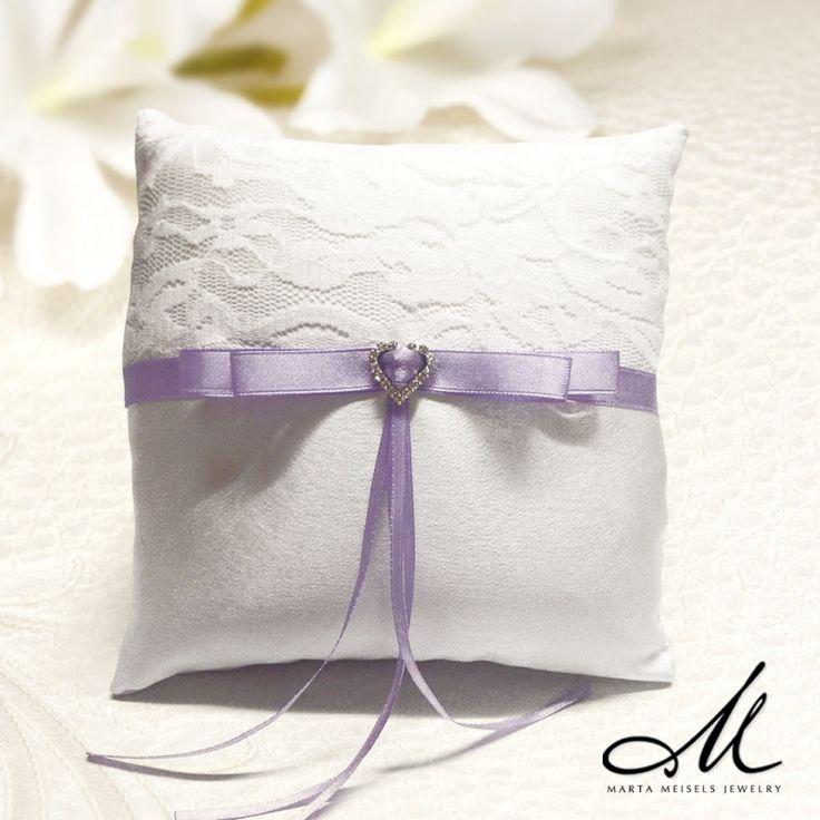 Hófehér gyűrűpárna esküvőre strasszkővel