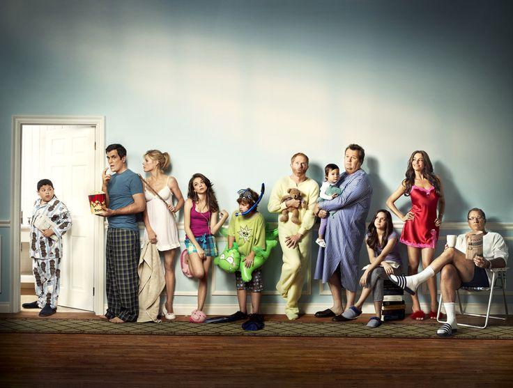 """""""Modern Family"""".El casting perfecto.Los diálogos perfectos.De las mejores comedias. Tres Temporadas y mantiene la chispa del principio."""