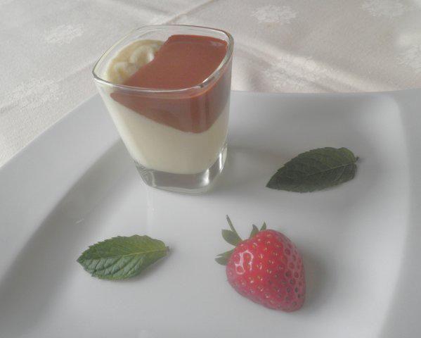 Das perfekte Weiße Schokoladen - Mousse ...-Rezept mit einfacher Schritt-für-Schritt-Anleitung: Milch über nicht zu heißen Wasserbad erhitzen…