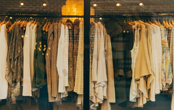 تفسير حلم رؤية الثياب فى المنام تفسير حلم دخول محل ملابس للعزباء تفسير حلم تبديل الملابس في المنام رؤية المل Ethical Clothing Brands Wardrobe Clothing Brand