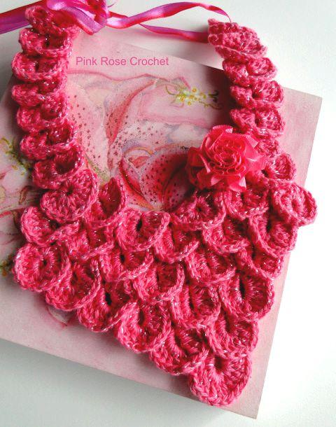 Colar de Crochê com Ponto Crocodilo, feito por mim!   Usei o fio Anne Rosacom Brilho.   Crocodile Stitch BibCollar