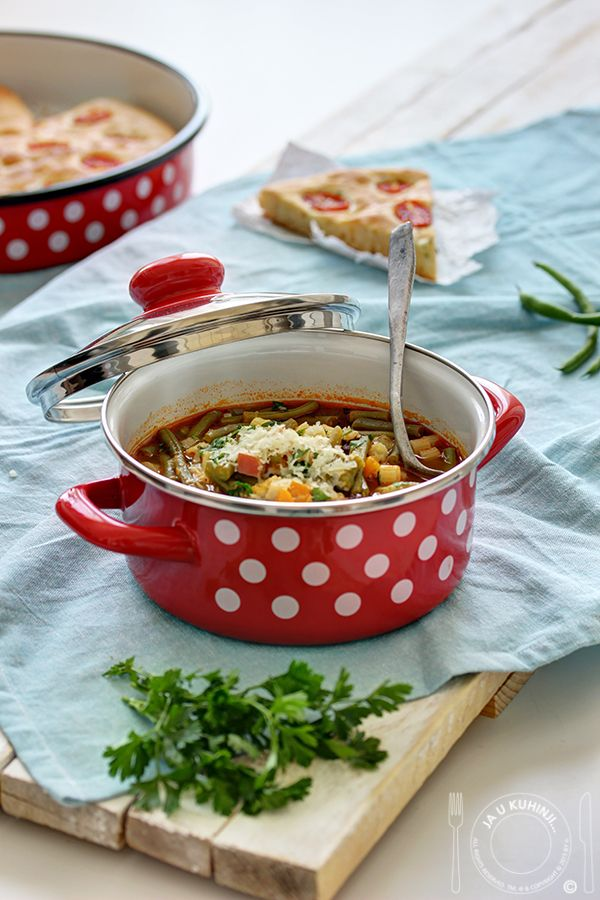 Polako nam pristiže hladnije vreme, vreme idealno za ovako guste i bogate supice koje mogu biti i kompletan obrok, uz jedan ovakav tan...