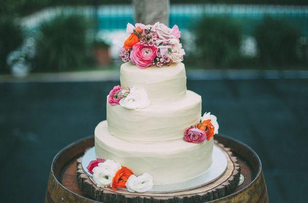 DIY-backyard-wedding-ladder-floral-styling-inspiration30