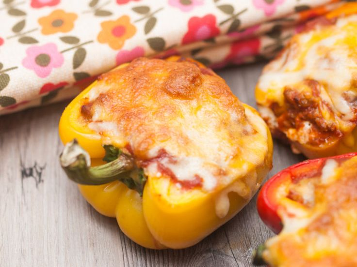 These stuffed peppers with Johnsonville sausage by Canadian @1outsidethebox will be a hit at your next backyard party. #FireUpSummer