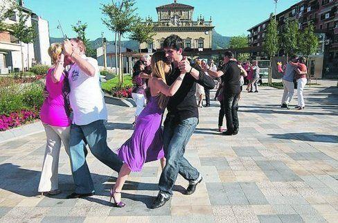 La escuela de tango El Sótano organiza un baile social el sábado - Diario Vasco