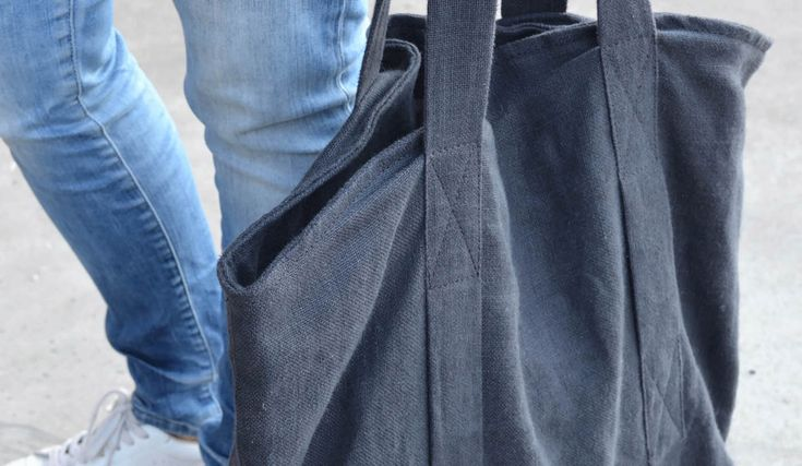 Model Ally | MyTote is a 100% linen custom made quality bag that you use daily as beach bag, shopping bag, sports bag, work bag and any other occasion | Create your own bag on mytote.nl