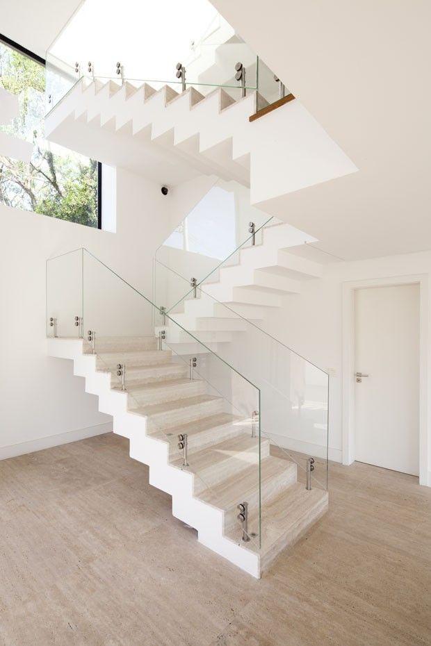 Casa de 416 m² é projetada para receber o pôr do sol