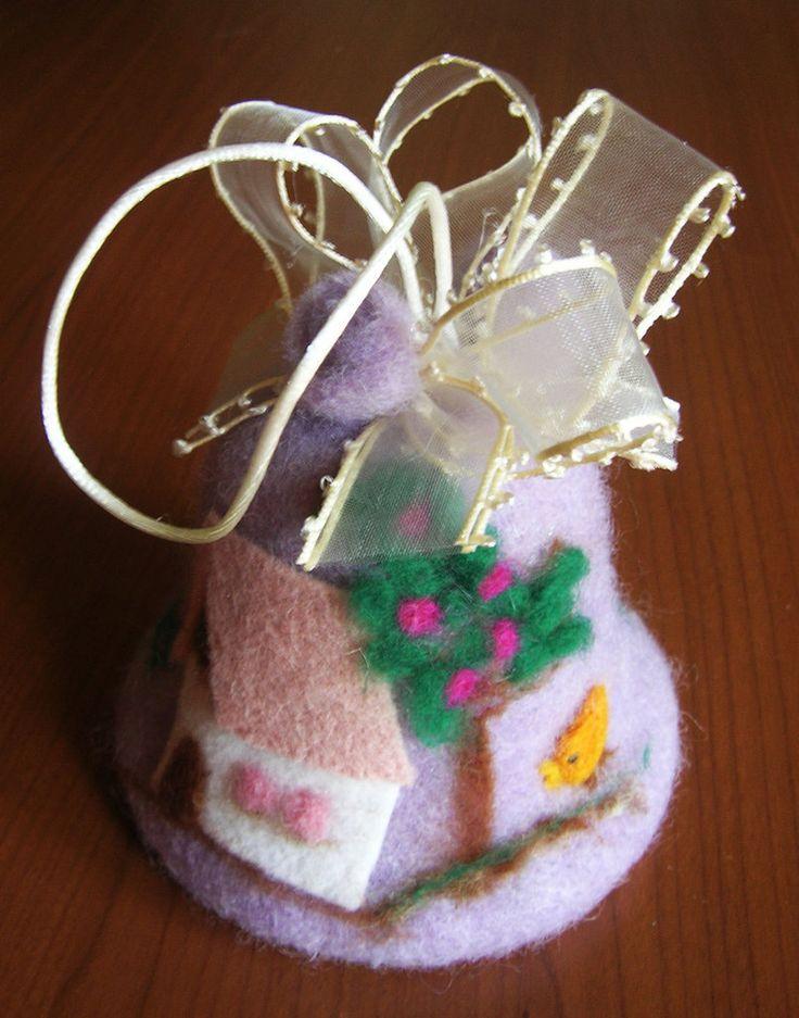 Campana pasquale realizzata in panno lana con la tecnica dell'infeltrimento con ago, by La casa dei gufetti, 12,00 € su misshobby.com