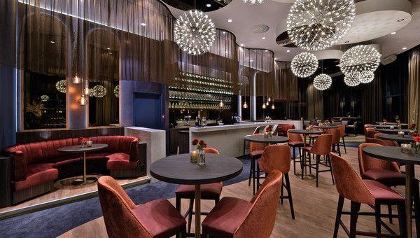 SIXX Skybar · Hotel Tiel  Bijzonder mooi op 53m hoogte!