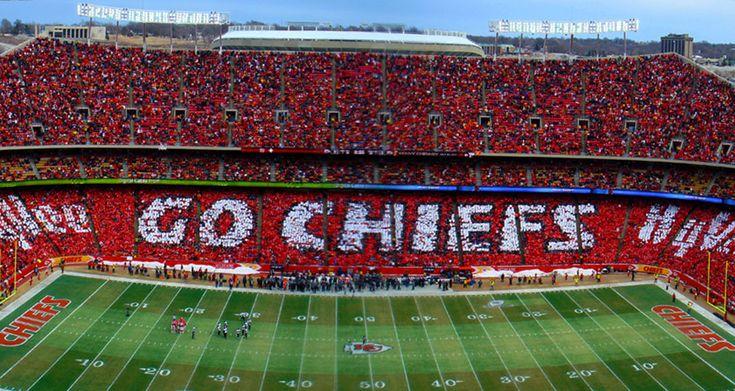 Kansas City Chiefs Card Stunt Presented by HyVee