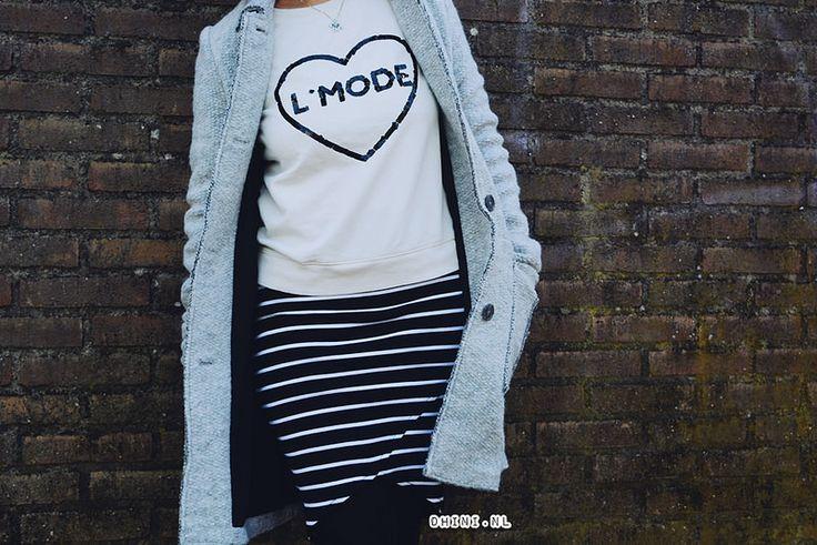 Fashion friday : Zwart wit rokje  Wearing : Rok – Pull & Bear   Sweater – Mango   Jas – Zara   Panty – V&D   Shoes – Sevenbien.nl   Horloge – O`clock   Ketting – Zen crystal   Zonnebril – Firmoo
