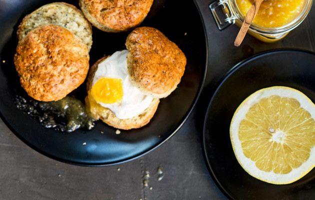 Sitruunalla maustetut skonssit