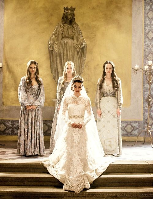 Reign: Wedding. GAH THEY GOT MARRIED AND AND AND IM SO HAPPY EVEN IF THE HAPPINESS IS ONLY FOR A LITTLE WHILE AND HER DRESS!!!