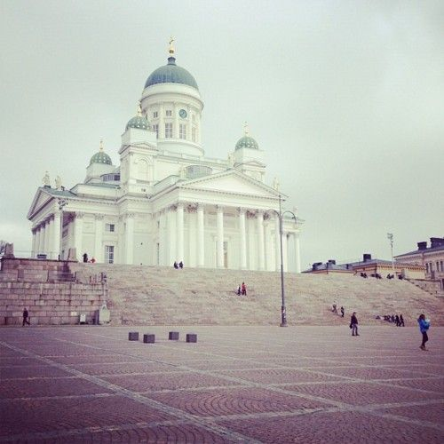 #helsinki #finland #square #helsingfors #domkyrkan #church #cathedral #helsingintuomiokirkko #tuomiokirkko (Taken with Instagram at Helsingin tuomiokirkko)