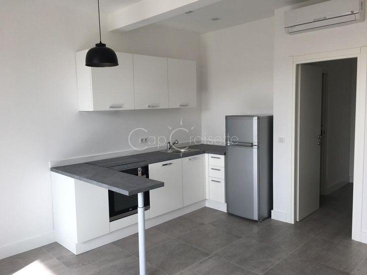 Appartement 2 p de 38 m2 au 2 ème étage totalement rénové dans le secteur de Montfleury  Il se compose d'une entrée, d'un séjour, une chambre, une salle de douche , un toilette, cave, climatisation.