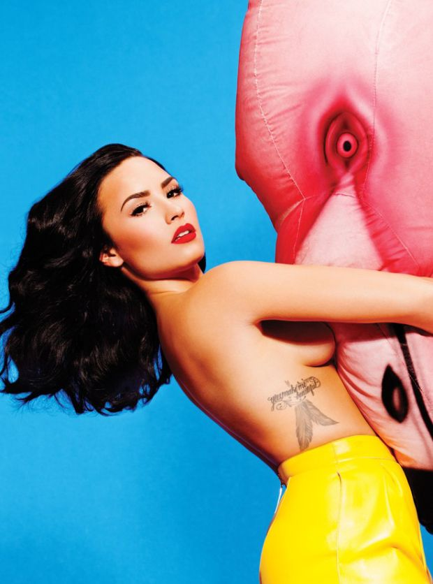 Demi Lovato revista Complex flamingo blog got sin 2