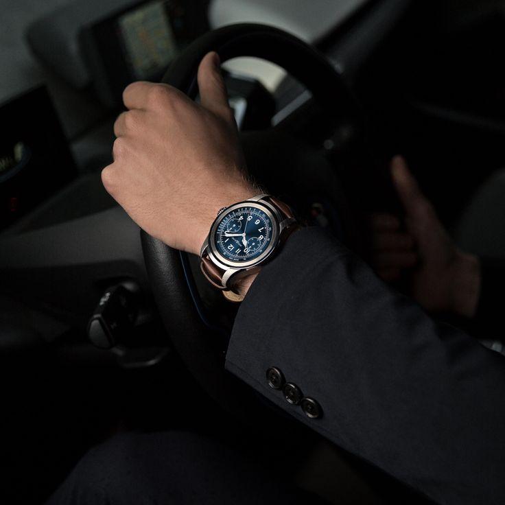 Luxemerk Montblanc heeft een stap richting de toekomst gezet. De Montblanc Summit is een smartwatch met moderne technieken en een klassiek design. Stijlvolle mannen kunnen nu 1 horloge dragen voor zowel een zakenafspraak als voor de sportschool.