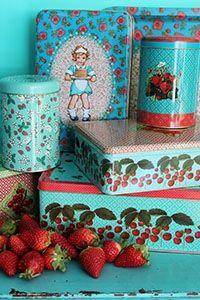 Vintage tins, aqua & cherries a couple of my favorite things... Froy&Dind  Blikken