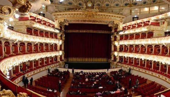 Bari 74 licenziamenti in arrivo al teatro Petruzzelli. Il sovrintendente Scelta obbligata - La Repubblica